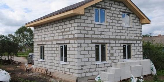 Двухэтажный частный дом из блоков