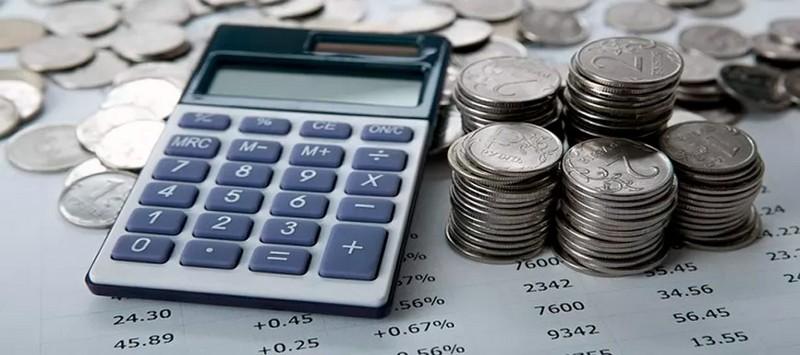 Стопки монет и калькулятор